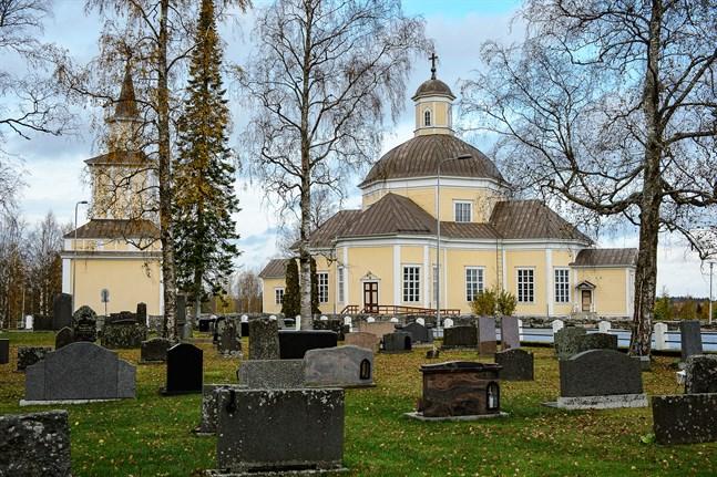 Några investeringar ingår inte i den budget som kyrkofullmäktige i Kronoby godkänt. Ett nytt bårhus i Nedervetil tas eventuellt med i en tilläggsbudget nästa år.