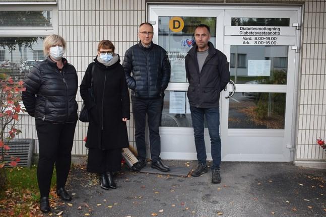 Maj-Len Östman, Susanna Brännbacka, Erik Johansson och Lars Åvist är alla psoriasispatienter. I samma byggnad som Diabetesmottagningen på Malmska sjukhuset ges snart möjlighet till ljusbehandling.