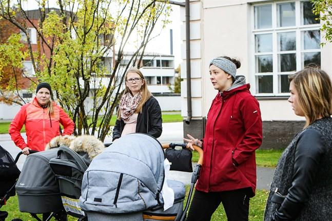 Sara Libäck-Sandlin,  Josefin Holmlund,  Hanna Björklund Haga, och Cecilia Sundfors hoppas på att i framtiden få bättre rådgivningsservice på svenska.