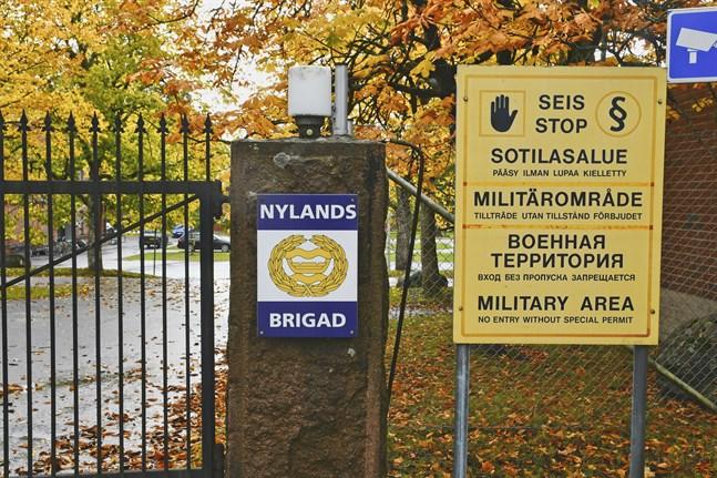 Fyra beväringar vid Nylands brigad har bekräftats smittade av coronaviruset.