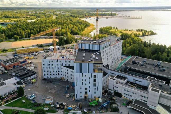Vid årsskiftet byter Vasa sjukvårdsdistrikt namn till Österbottens välfärdsområde. Det nya H-huset vid Vasa centralsjukhuset blir hjärtat i det nya samarbete.