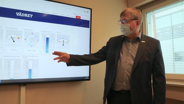 Väderdata för hamnens bruk är öppen för alla via hamnens webbsida, säger Juha Hakala som är vd för Jakobstads hamn Ab.