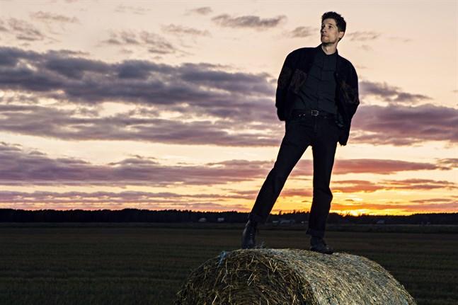 """Markus """"Månskensbonden"""" Bergfors är aktuell med sitt första singelsläpp på två år."""