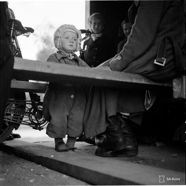 Vidare mot ovissa öden. Ung karelsk pojke evakuerad till Vilppula i juni 1941.