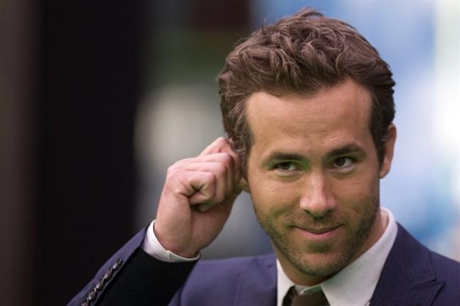 """Ryan Reynolds fick ta sig själv i örat efter att ha medverkat i floppfilmen """"Green Lantern"""" 2011. Nu satsar tv-bolaget HBO på en ny serie om superhjälten. Arkivbild."""