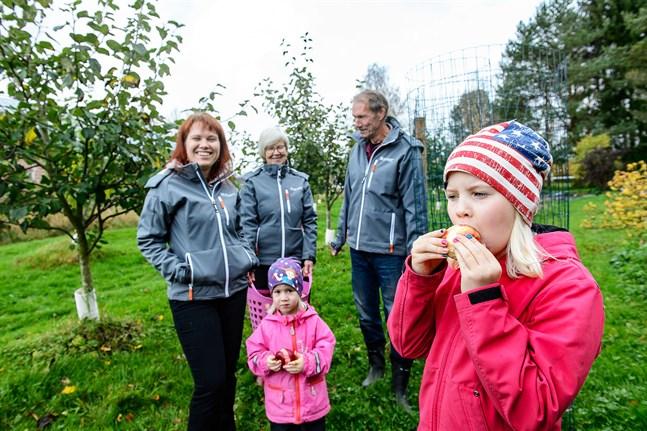 Charlotta Sundqvist med barnen Elwynn och Alleria, samt Charlottas föräldrar Janet och Stefan Backman, har haft ett riktigt rekordår i år.