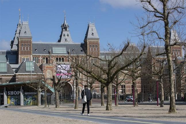 Rijksmuseum i Amsterdam är ett av de museer som nu ska återlämna plundrad konst.