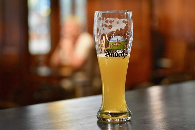 De striktare begränsningarna för restauranger, nattklubbar och barer i sex landskap träder i kraft klockan 00 i natt och är i kraft till högst den 31 oktober.