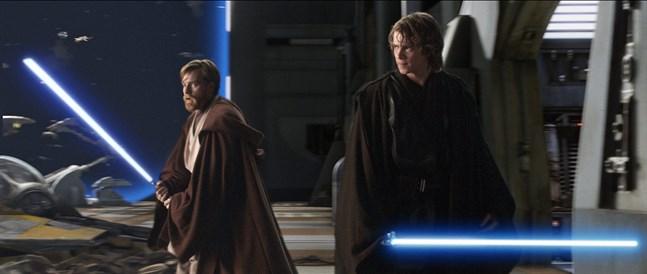 """Ewan McGregor (till vänster) som Obi-Wan Kenobi tillsammans med Hayden Christensen i rollen som Anakin Skywalker i """"Revenge of the sith"""" från 2005. Arkivbild."""