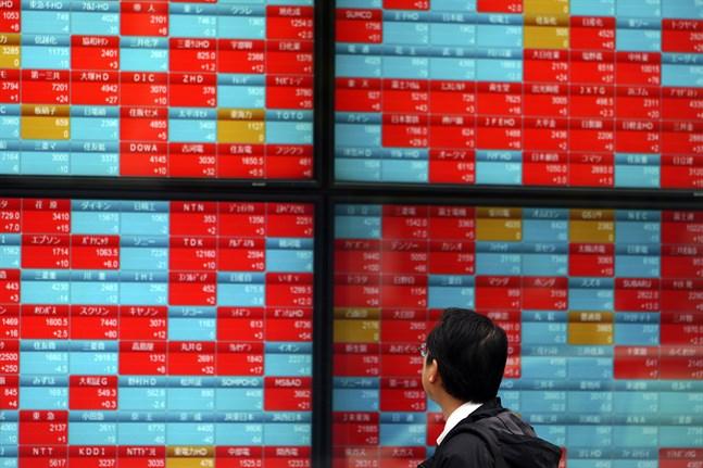 Ömsom upp, ömsom ner, det är bilden av de ledande asiatiska börserna under måndagsmorgonen. Arkivibld från Tokyo.