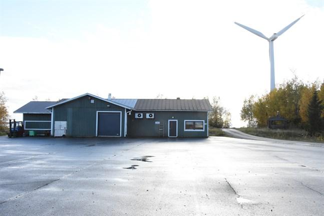 Vindkraftverket Öjvind i Nämpnäs fiskehamn kommer troligtvis att rivas under sommaren.