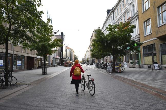 Universitetsgatan i Åbo. Enligt en ny rekommendation ska inga sammankomster ordnas för fler än 20 personer i Egentliga Finland.