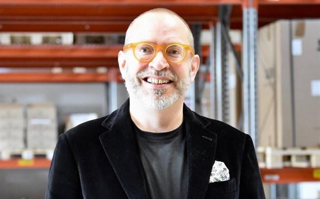 Finnish Design Shops grundare och vd Teemu Kiiski är bördig från Åbo. Han har studerat olika humanistiska ämnen och juridik vid Åbo universitet och Helsingfors universitet, men inte tagit någon examen.