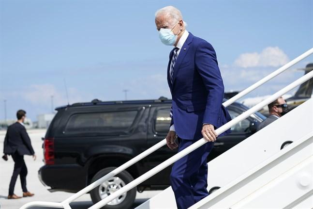 Demokraternas presidentkandidat Joe Biden under sin ankomst till Fort Lauderdale i delstaten Florida.