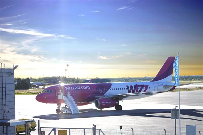 Flygbolaget Wizzair sköter förbindelsen mellan Åbo och Skopje. Flygförbindelsen återupptogs i fredags efter en månads uppehåll.