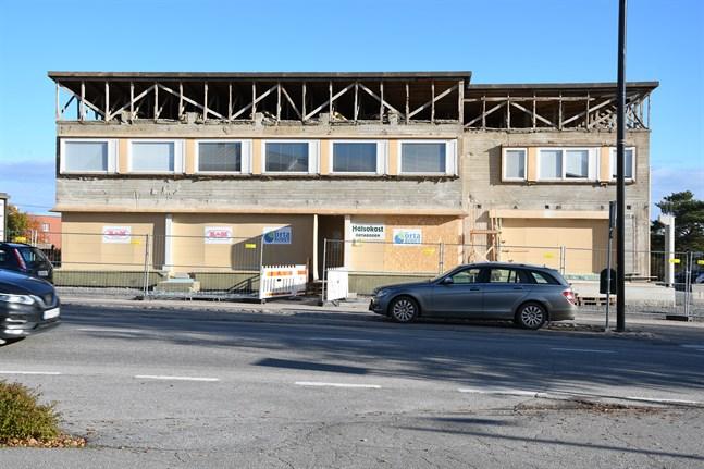 Den norra delen av Grönviks hus och en del av källaren byggs om till restaurang och den ska drivas av en lokal företagare.