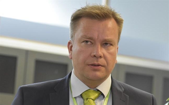 Försvarsminister Antti Kaikkonen (C) har ställt in den traditionella mottagningen på nyårsdagen.