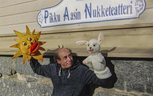 Det är tredje året som Dockteatern Lilla Åsnan ordnar en internationell festival. Medgrundaren, dockmakaren och skådespelaren Cosimo Galiano vågar hoppas på många fler.