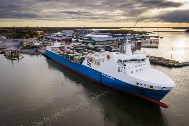 Thuleland lossade och lastade i Vasa hamn på onsdagen.