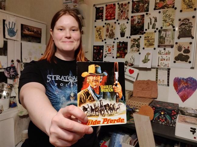 Minna Kontio är en ivrig postcrossare. Av de 2 600 postkort hon fått är det här en klar favorit.