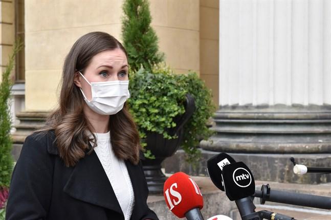 Statsminister Sanna Marin (SDP) säger att frågan om Institutet för hälsa och välfärds munskyddslinje i våras nu är färdigbehandlad. Arkivbild.