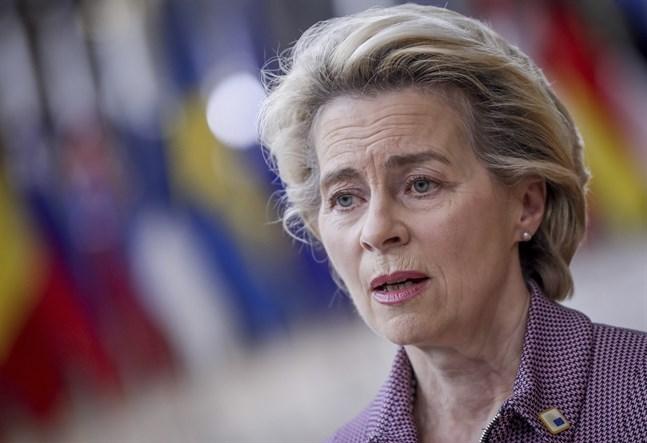 EU-kommissionens ordförande Ursula von der Leyen på väg in till torsdagens EU-toppmöte i Bryssel.