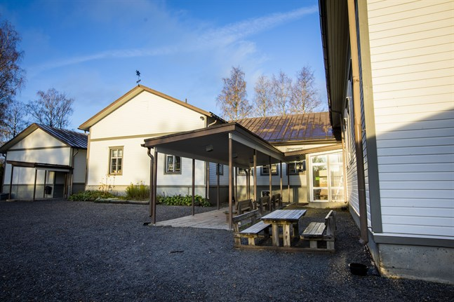 Tölby-Vikby skola ser ut att få finnas kvar även nästa år.