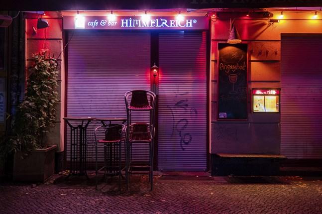 En stängd bar i området Friedrichshain i Tysklands huvudstad Berlin. Arkivbild.