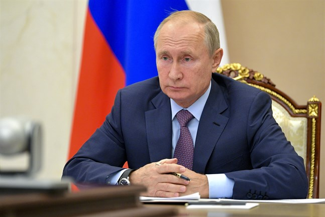 Rysslands president Vladimir Putin föreslår en ettårig förlängning av nedstrustningsavtalet Nya Start.