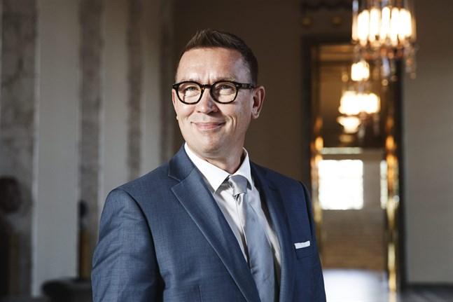 Tom Packalén (Sannf) är den första riksdagsledamoten som smittats av corona.