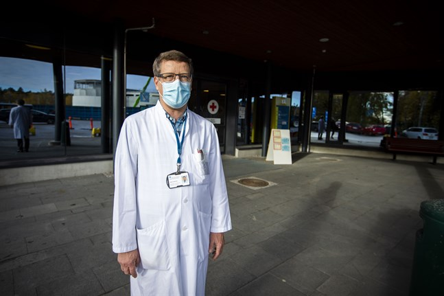 Eftersom centralsjukhuset är i full beredskap har beredskapsgruppen möte varje dag.