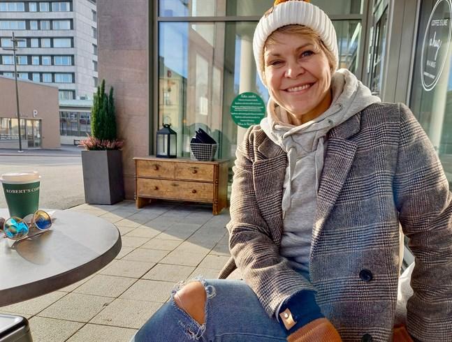 Nina Brännkärr-Friberg berättar att det blir housewarming hos Project Liv i samband med flytten till Jakobsgatan.
