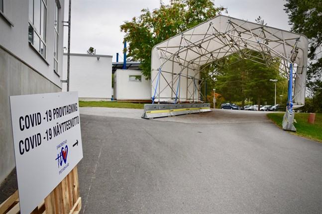 Teststation för covid-19 i Jakobstad. Incidensen är klart högre i Österbotten än i övriga Finland.