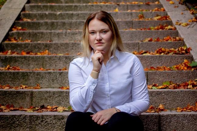 Alexandra Wegelius, förbundsordförande för Finlands Svenska Skolungdomsförbund, är orolig för att vårdreformen och läropliktsreformen kan medföra problem för den förebyggande vården i skolorna.
