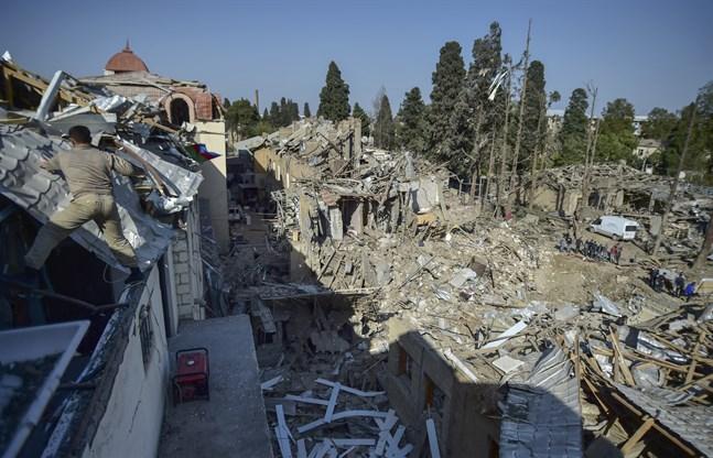 Förstörda bostadshus efter förra helgens attacker mot Gjandzja.