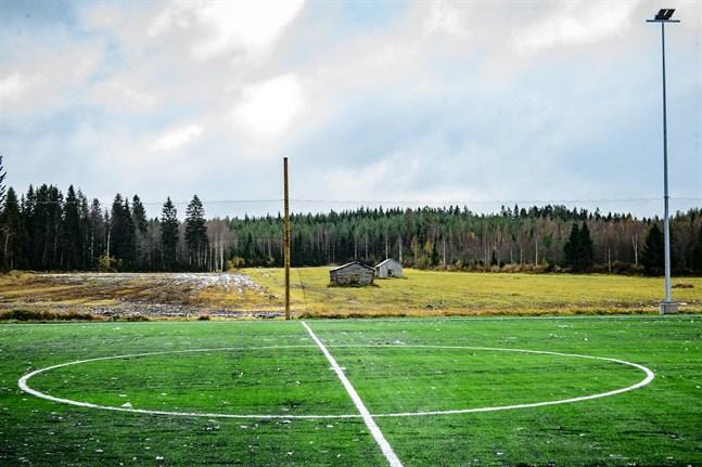 Kommunen ville köpa åkermarken, som ligger cirka 150 meter från den nya skolan i Nedervetil, när man sökte en tomt till skolbygget. Då ville markägaren inte sälja.