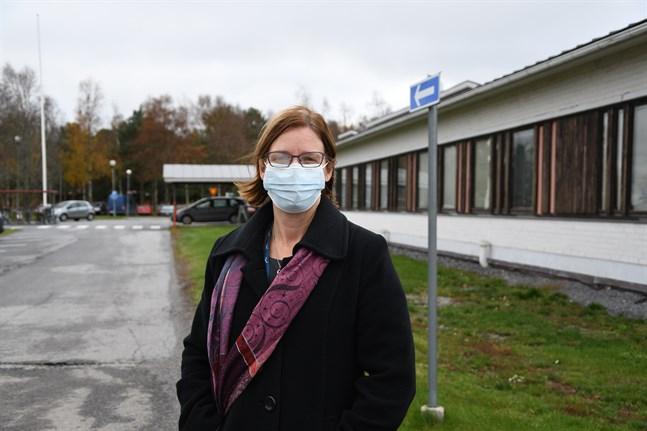 Stadsdirektör Mikaela Björklund säger att smittspridningen i Närpes är tydligt avgränsad.