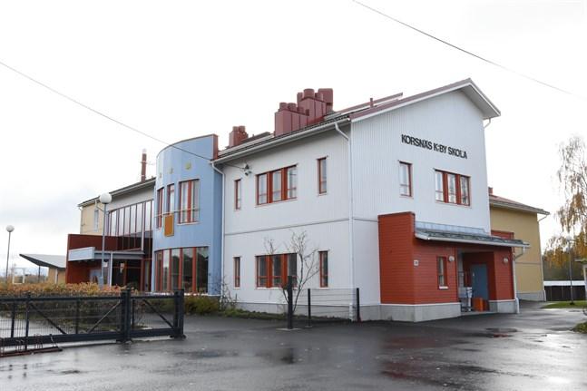 Korsnäs kyrkoby skola är stängd resten av veckan på grund av misstänkt coronaexponering.