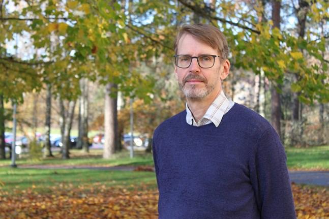 Betona att det finns verktyg och att coronaviruset går att besegra, säger psykolog Björn Öst om hur man pratar om situationen med barn.