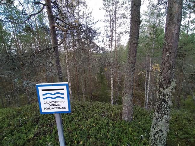 Ännu råder ingen brist på vatten och både i Kristinestad och Närpes är grundvattennivåerna högre än i fjol. Bilden är från Kallträsk vattentäkt i Kristinestad.