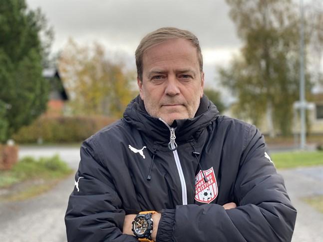 Sportings ordförande Jari Rantala får fortsätta jaga spelare.