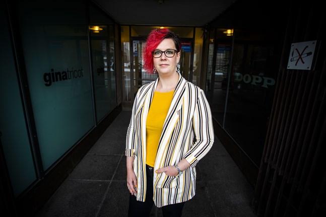 Nilla Österbergs deckare utspelar sig i Österbotten med en kvinnlig kriminalkommissarie i huvudrollen.