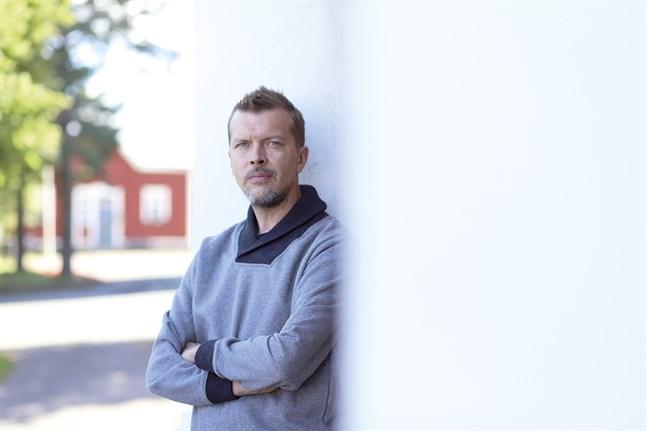 Teater och kultur överlag är viktig också i svåra tider. Det anser Juha Luukkonen, som är teaterchef vid Karleby Stadsteater.