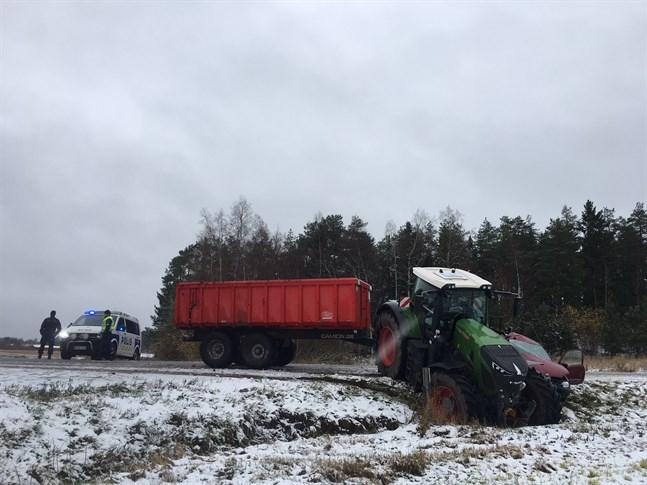 Trafikolyckan inträffade i korsningen Monåvägen - Kanäsvägen i Monå, Nykarleby.