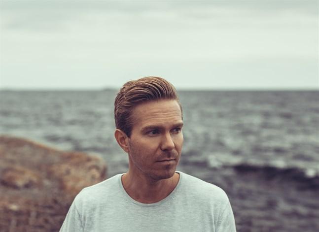 Joonas Haavisto är pianist och kompositör. Han började studera musik som sjuåring vid konservatoriet i sin dåvarande hemstad Karleby.