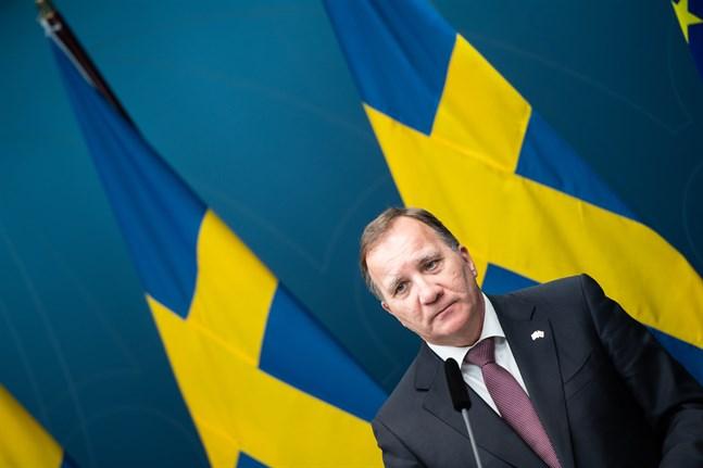 Statsminister Stefan Löfven under en pressträff om regeringens beslut om skärpta regler.