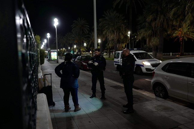 Nattligt utegångsförbud införs i nio av Frankrikes största städer. Bilden är från Nice.