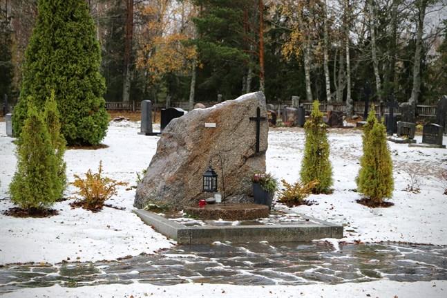 Minneslunden blev klar för tre år sedan. Nu är nästa projekt på gång: begravningsplatsen i Molpe ska få belysning.