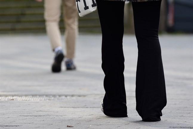 Att färre kvinnor arbetar deltid beror på att tjänster inom branscher där deltid är vanligt har blivit färre.