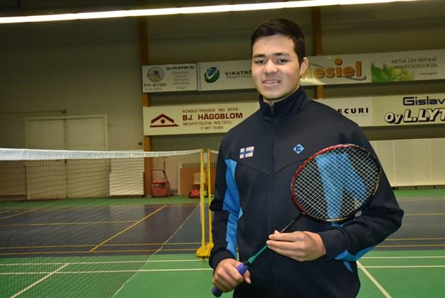 Safin Emran från Jeppis Badminton vann onsdagens dubbelmatch i junior-EM tillsammans med Juuso Kuoppala från Härmä.